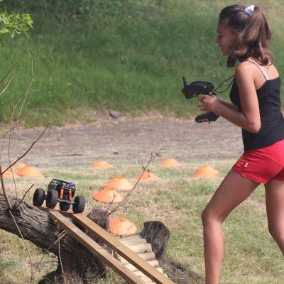 Loisirs activité pour les enfants ile de la Réunion Atmosphère péi ou vélo-couché camps de vacances modélisme 4x4 crawler