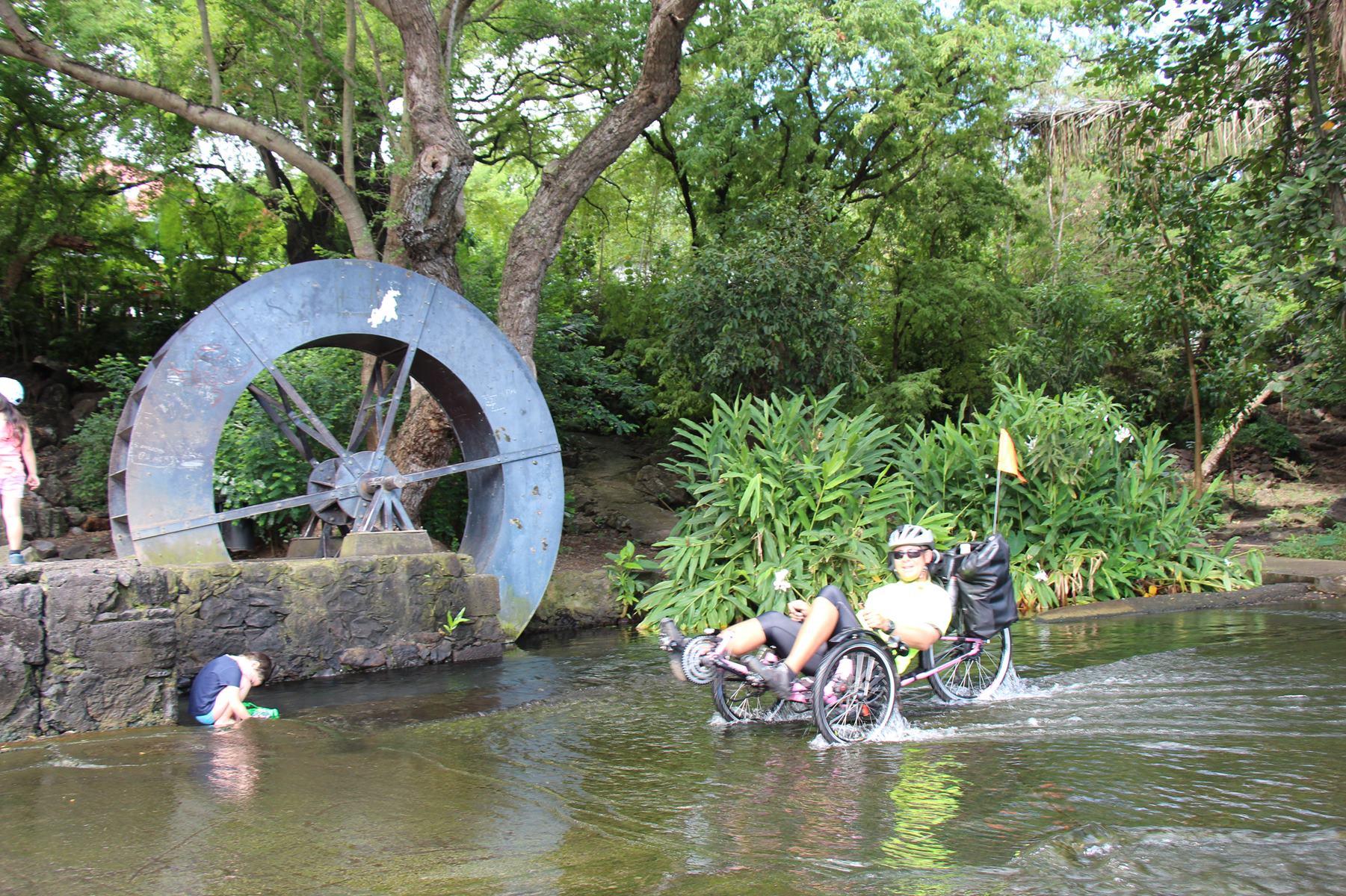 Activité physique, plaisir, bonheur avec le confort d'un vélo couché Ile de la Réunion Atmosphère Péi