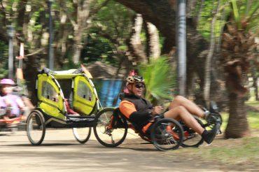 vélo-couché sport santé Ile de la Réunion Littoral nord enfants remorqueLittoral Nord en vélo-couché