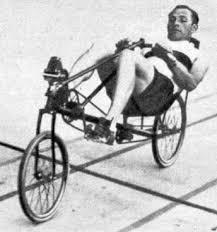 Francis Faure courent sur un vélo-couché